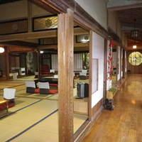 武井旅館 - 「お座敷」の様子です。秋~冬の期間は炬燵で蕎麦を召し上がっていただけます。