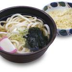 福天丼 - 天ぷら専門店ならではの揚げ玉から滲み出る旨味。たぬきうどん・そば各421円。