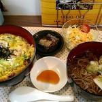 100485995 - カツ丼そばセット540円、