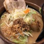麺場 田所商店 - 北海道味噌野菜ラーメン 874円 炙り焼豚1枚 129円