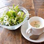 イタリア料理 ラ・フレスカ - スープとサラダ