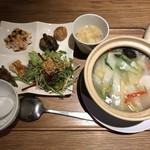 中国菜 四合院凛丹 - 土鍋飯とセットの前菜とスープ