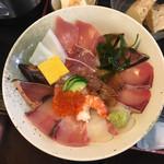 100492894 - 海鮮丼 980円(税別)なり