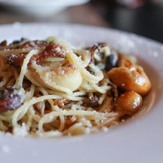 ドチリタ カサリンガ - 料理写真:2019年1月再訪:色々キノコと国産ニンニクのペペロンチーノ☆