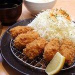 花ごろも - カキフライ定食1280円 広島産の大粒肉厚カキを使用、外はカリカリ中はジューシーです。