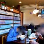 担々麺屋 大学前店 - テーブル席