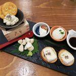 日本酒原価酒蔵 - 日本酒に合うチーズ盛り合わせ(一人前)690円 ※写真は二人前