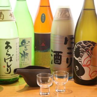 こだわり抜いた日本酒の数々。月替わりの限定品も◎