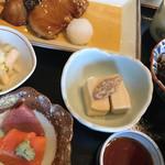 和み 竹若 - 焼き魚膳1620円。小鉢がお刺身という点はいいのですが。。。 ごはんと焼き魚以外は、それなりですが、美味しかったです。