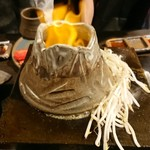 富士山溶岩焼肉 飛騨九兵衛 - 大噴火ホルモン