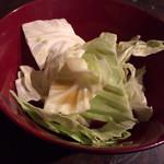 焼鳥 弁慶 - お通しキャベツ