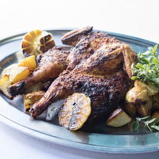 スペシャリータは『丸鶏の悪魔焼』ToGoもできる名物料理!