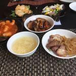 100525868 - 初めのオーダーと前菜とスープです。(^^)