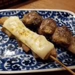 炉地バル 八兵衛 - ほろ酔いセットの焼き物(モモのあぶりチーズ、ハツ)