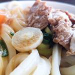 100527003 - 温かいうどん(大)+生卵+オリーブ豚