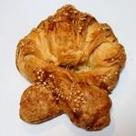 100527267 - プレッツェル・クロワッサン