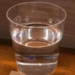 銀座 八五 - 水もうすはりで提供