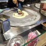 ローリーズロールアイスクリームキョウト - バニラベースに小豆とほうじ茶味混ぜて