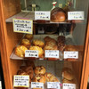 ヒロンボン - 料理写真:パンも同様、丁寧にショーケースに入れられてます