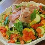 トラットリア サッチ - 料理写真:新鮮な有機野菜たっぷりオリジナルドレッシングをかけて!
