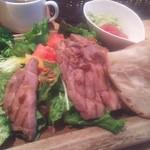100530235 - ランチローストポークと野菜のサラダ 1000円