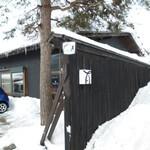 100533531 - お店の駐車場入り口。雪が積もっていて一旦通り過ぎました。