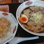 105 - 料理写真:ランチ(黒とんこつ&ミニチャーハン)