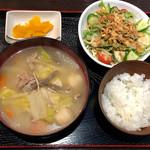 100538536 - 豚汁定食(日替わり)800円