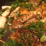 ヒロキ - 麺入りお好み焼き、イカ、エビ、ホタテ、しそ(しそ抜き)
