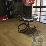 納屋珈琲 ひなた - 中央テーブル