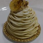 バナナファクトリー - バナナと国産和栗のモンブラン530円