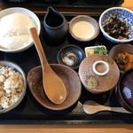とうふや - 寄せ豆腐膳  炊き込みご飯  1490円