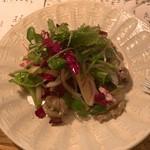 三人灯 - 砂肝のコンフィと焼きネギ・クレソンのサラダ
