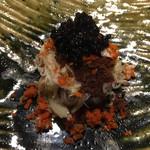 100546474 - 香箱蟹・蕎麦・キャビア 香箱蟹、嬉しい。外子と内子。蕎麦も美味しいんです。 キャビアがたっぷり。よく混ぜていただきます。
