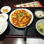 チンタンタン - 料理写真:日替わりランチセット(海老入り麻婆豆腐)680円