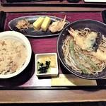 家族亭 - 天ぷら蕎麦・鶏炊き込みご飯セット¥920