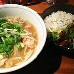 100573225 - 牛肉のフォー&ガパオ飯 (ハーフ&ハーフ)