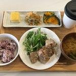 tiny peace kitchen -
