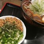 麺辰 - ミニ鶏そぼろ丼と特製鶏中華
