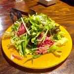 肉バルGABURICO - 生ハムのごちそうグリーンサラダ799円
