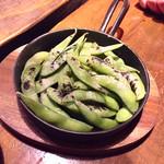 肉バルGABURICO - 茹でたて燻製枝豆599円