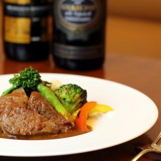 肉、魚、野菜…季節感を大切にした食材は、それに適した調理法で