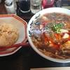 桃源花 - 料理写真:酸辣湯麺 810円   半チャーハンはメール会員で無料