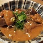 餃子ノ酒場 すえひろ - 白味噌仕上げどて煮