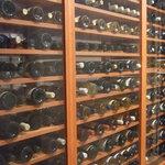 1006010 - 入口はいってすぐのワインセラー