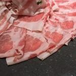 イベリコ屋 - イベリコ屋 北新地店(大阪府大阪市北区堂島)イベリコ豚のコラーゲンしゃぶしゃぶ鍋コース
