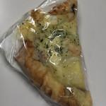 ベーカリー円山育ち - シーフードピザ