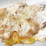 メゾン・カイザー・ショップ - クロワッサン・オ・ザマンド¥330(税抜) 甘くて美味しい。クロワッサンと言うよりデニッシュ