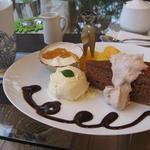 オモンマテント - ランチセットに+ケーキセット、チョコレートケーキ&アイスカフェオレ