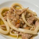 """Giglio - 地養鶏肉を白ワインで煮込んだソース シエナ伝統のパスタ""""イ・ピーチ"""""""